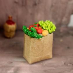 Einkaufstüte mit Salat