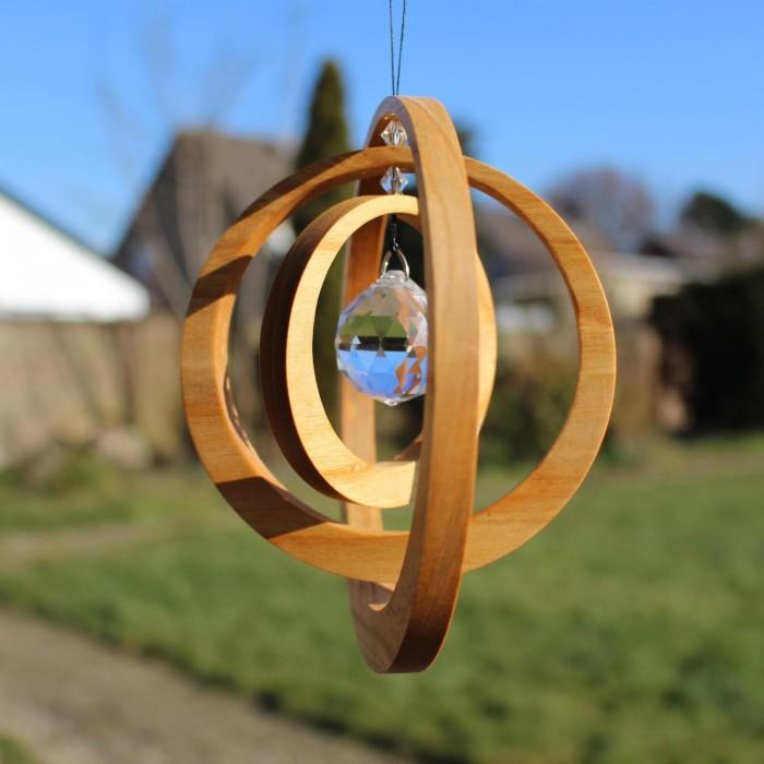 Exzentrik Fensterkristall | Fensterdeko aus Holz