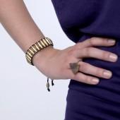 Stretcharmband aus goldenen Papierperlen | Armband