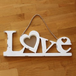 """Love""-Hänger m. Rupfenband aus Holz"