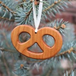 Christbaumschmuck aus Holz   Brezel   Geschenkanhänger