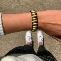 Stretcharmband aus goldenen Papierperlen , Armband