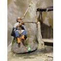 Krippenfiguren Fischer auf Felsen 12 cm aus Ton/Stoff