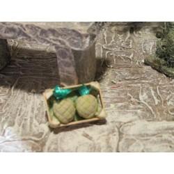 Holzkiste mit Ananas